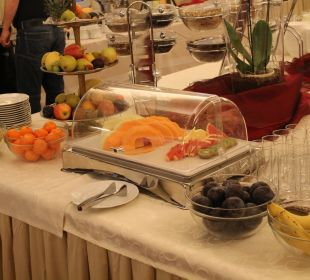 Frühstücksbuffet mit lecker Obst  Hotel Stefanie