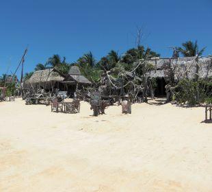 Strandlokal Cocorico links neben Samui Buri Samui Buri Beach Resort & Spa