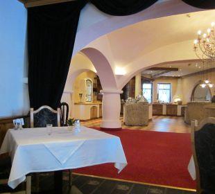 Uns. Restaurantbereich & Durchgang zum Skikellerl Sporthotel Ellmau