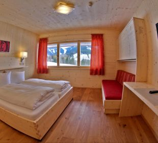 Zimmerkategorie Honig Neu mit viel Holz Hotel Zistelberghof