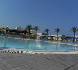Pool bei Rezeption Hotel Horizon Beach Resort