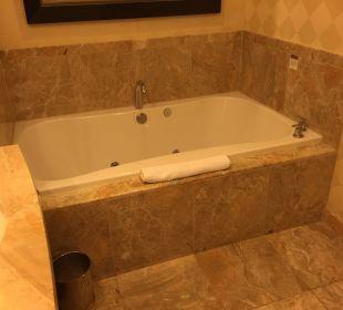 Badewanne im Zimmer, es gibt auch eine Dusche! Hotel Trump International