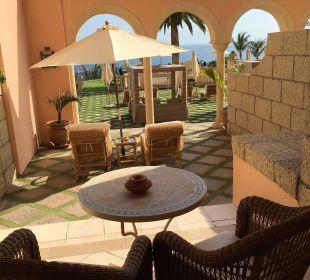 Blick auf die Terrasse im 2. Stock  IBEROSTAR Grand Hotel El Mirador