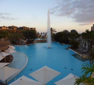 Abendstimmung am Pool Lopesan Villa del Conde Resort & Spa