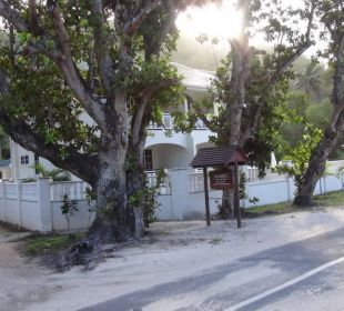Villa Koket von der Straße aus gesehen Villa Koket
