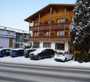 Parkplatz vor dem Haus Pension Alpina