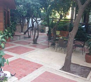 Sitzmöglichkeiten im Gartenbereich Aspen Hotel