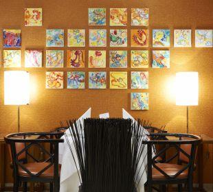 Kunst im Frühstücksraum Small Luxury Hotel Das Tyrol