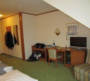 Zimmer mit TV, Stuhl, Minibar, Flur Hotel Ambiente (Hotelbetrieb eingestellt)