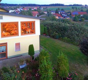 Blick um die Ecke: bald gibt's Abendessen... Landhotel Talblick