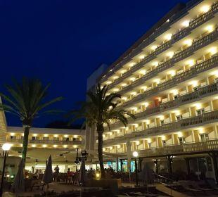 Hotel bei Nacht Universal Hotel Lido Park
