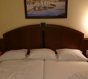 Bett Vantaris Beach Hotel