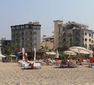 Pohled na hotel od pláže Hotel Krizantem