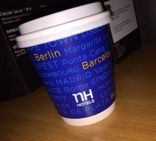 Coffee to go Becher als Service beim Frühstück NH Erlangen