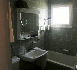 Bad mit Duschwanne/-plastikvorhang Hotel Sonne