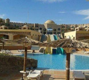 Wunderschöner pool mit zwei rutschen Hotel Utopia Beach Club