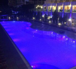 Pool beim Abend Hotel Titan Select