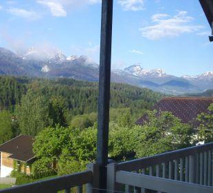 Ausblick Richtung Hermagor und zum Nassfeld Hotel Landhaus Knura
