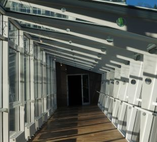 """Eine der """"Glasbrücken"""" vom Mondi Bellevue MONDI-HOLIDAY First-Class Aparthotel Bellevue"""