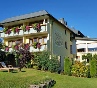 Blick aus Garten zum Hotel und unserem Balkon Landhotel Talblick