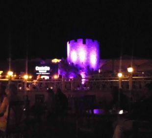 Abends mit Blick zum Italienischen Restaurant Dana Beach Resort