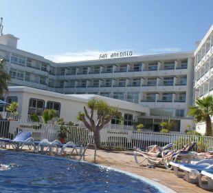 Hotel vom Pool aus VIK Hotel San Antonio