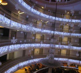 Weihnachtliches Deko Hotel Side Crown Palace