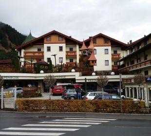 Hoteleingang  Leading Family Hotel & Resort Alpenrose