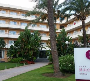 Hotel von der Straße aus gesehen Hotel JS Alcudi Mar
