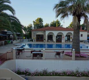 Rezeptionsgebäude mit dem Pool Hotel Amari