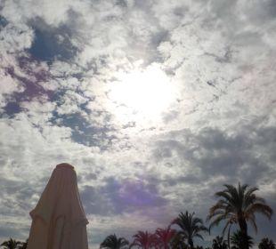 Blick in den Himmel vom Strand Kirman Leodikya Resort