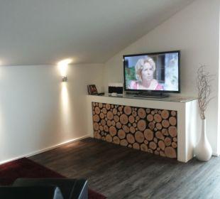 Wohnbereich mit TV Hotel Neuer am See