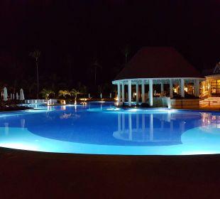 Pool in der Nacht Luxury Bahia Principe Esmeralda Don Pablo Collection