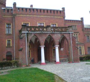 Eingang Schloss Karnity Hotel Zamek Karnity