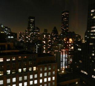 Blick vom Zimmer abends auf Hochhäuser Hotel Westin New York Grand Central