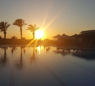 Pool am Abend Hotel Horizon Beach Resort