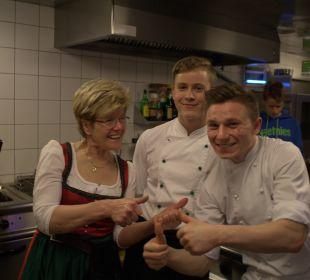 Unsere Senior-Chefin und ein Teil von unserem Team Gasthaus Kramerwirt