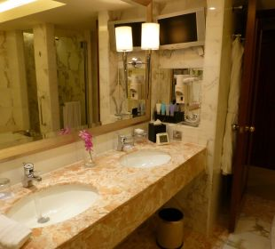 Badezimmer Executive Harbour View Room Nr. 6108 Conrad Hong Kong