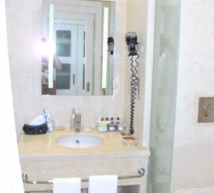 Das Bad mit großen Spiegeln Achti Resort Luxor