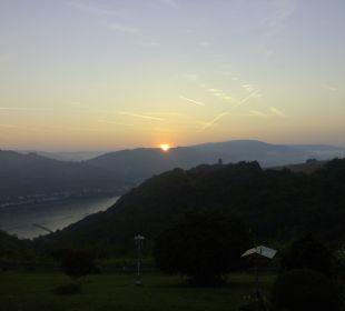 Sonnenaufgang vom Apartment Ferienwohnung Schau Rhein