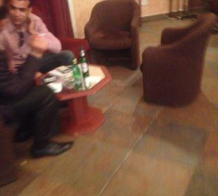 Tunisiens en train de picoler Hotel Club Acquaviva