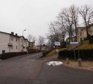 Die sanierungsbedürftige Straße zum Strandhotel Strandhotel Heringsdorf