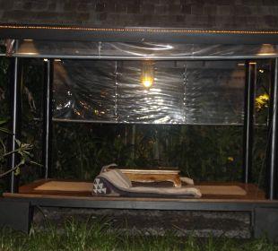 Liegen zum Relaxen im Garten Anantara Bophut Koh Samui Resort