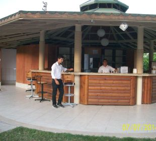Kleine Bar mit spärlichem Angebot The One Club Hotel