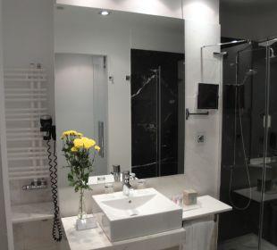 Waschbecken und Dusche Grupotel Gran Via 678