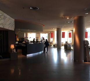 Hotel-Empfang mit Counter Dorint Hotel am Heumarkt Köln