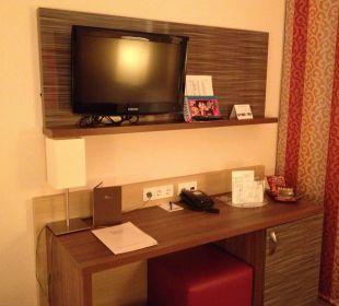 Schreibtisch mit Mini Bar NOVINA HOTEL Tillypark