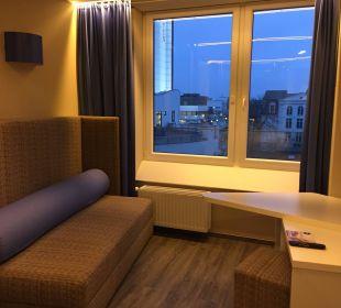Zimmer im Blick auf das Neptun Hotel a-ja Warnemünde. Das Resort.