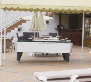 Billardtisch am Pool Hotel Dorotea