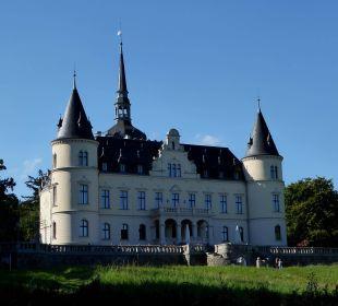 Hinteransicht, Hotel mit Terrasse Schlosshotel Ralswiek